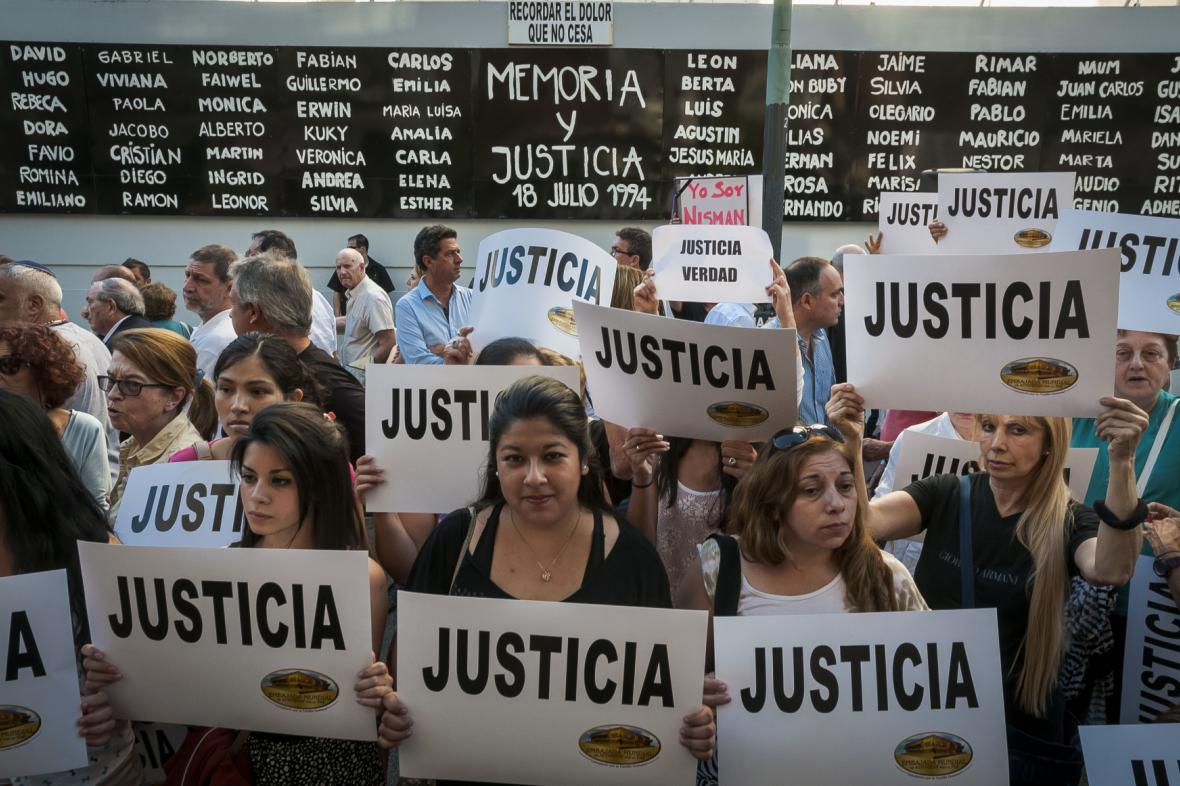 Lidé v Buenos Aires v minulém týdnu požadovali