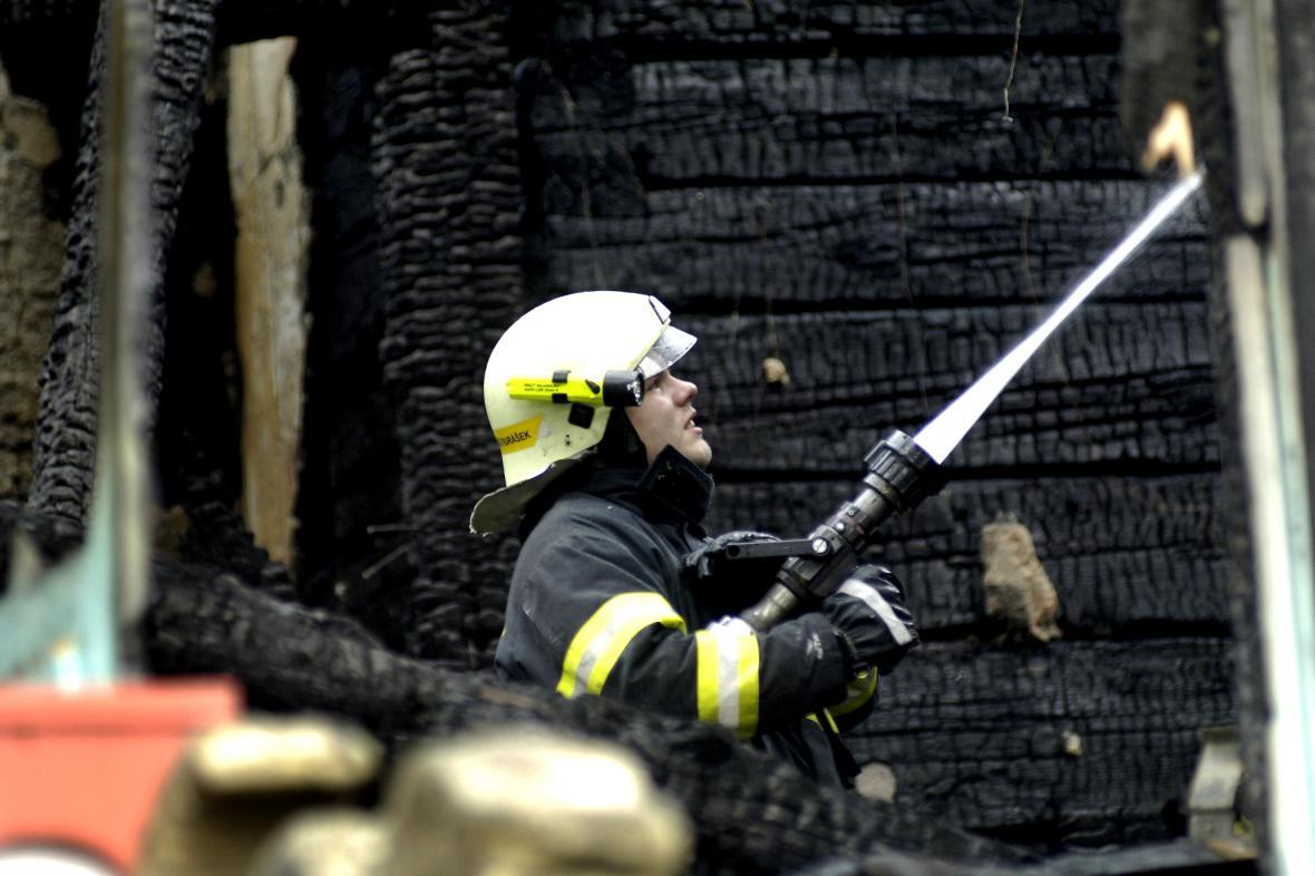 Zásah hasičů při požáru Libušína