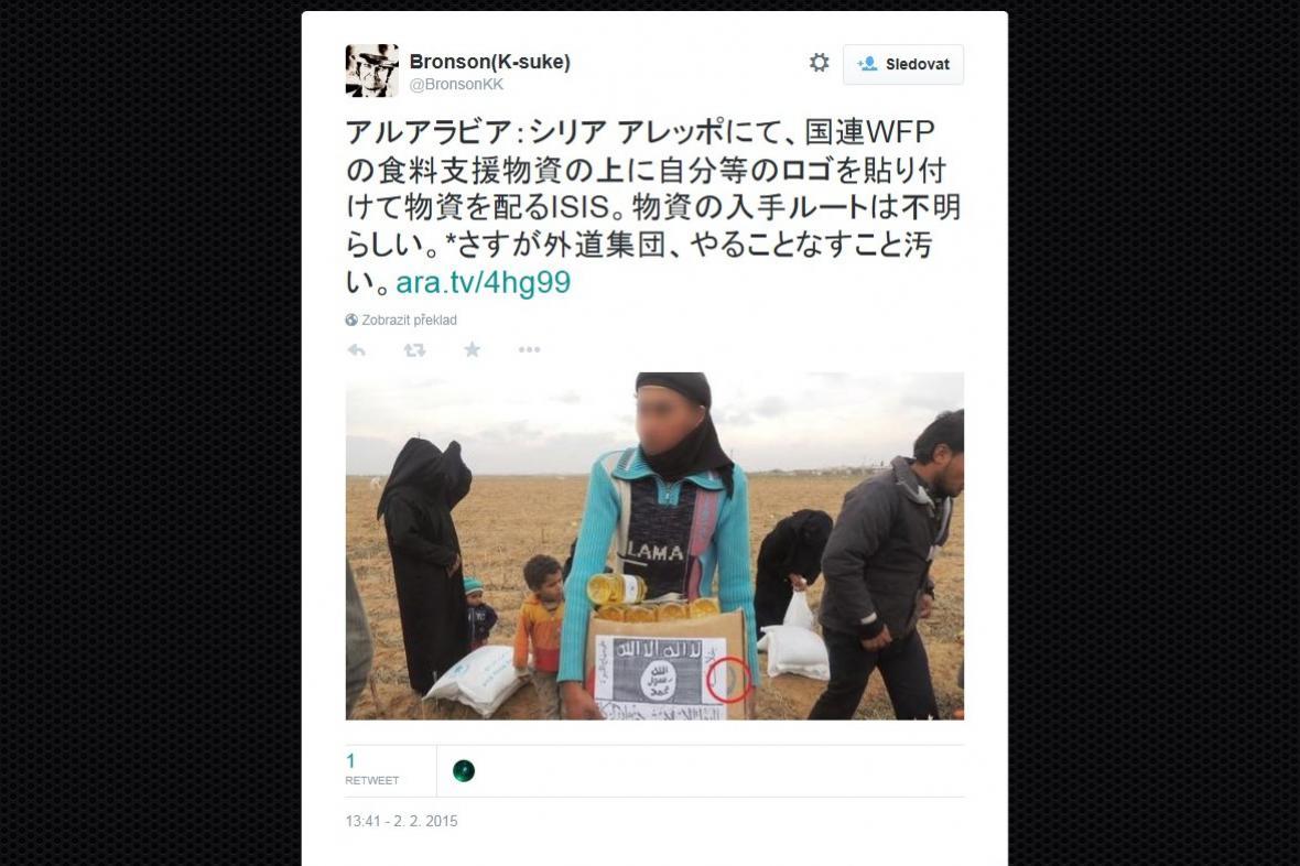 Islámský stát rozdává lidem potraviny od OSN