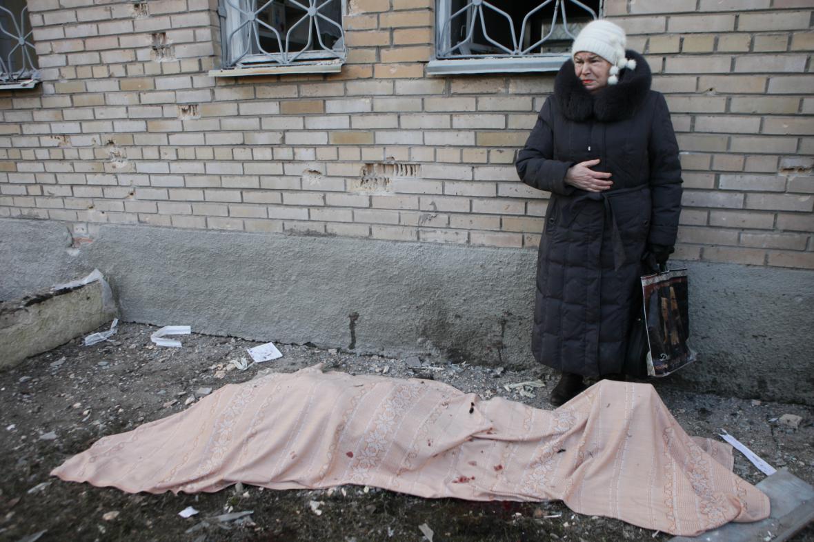 Dělostřelecký granát zabil v doněcké nemocnici několik lidí