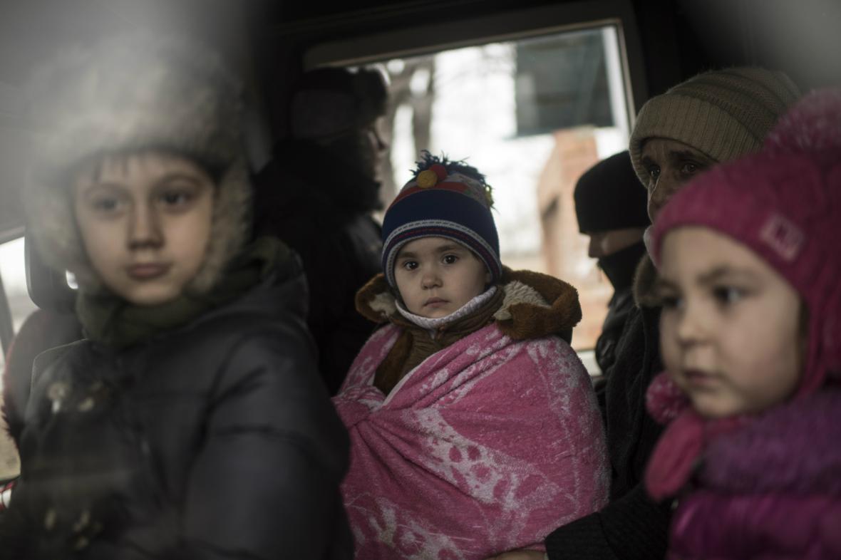 Civilisté opouštějí Debalceve