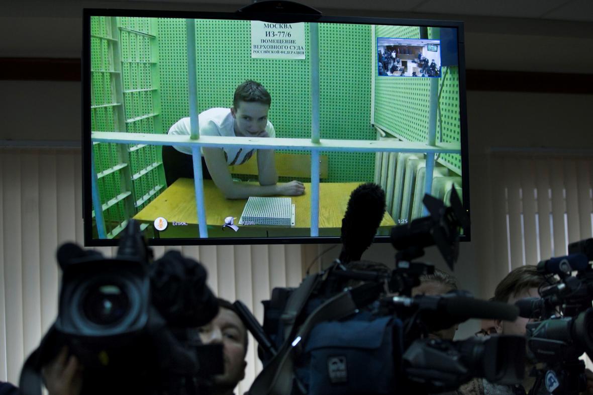 Vězněná ukrajinská pilotka Naděžda Savčenková