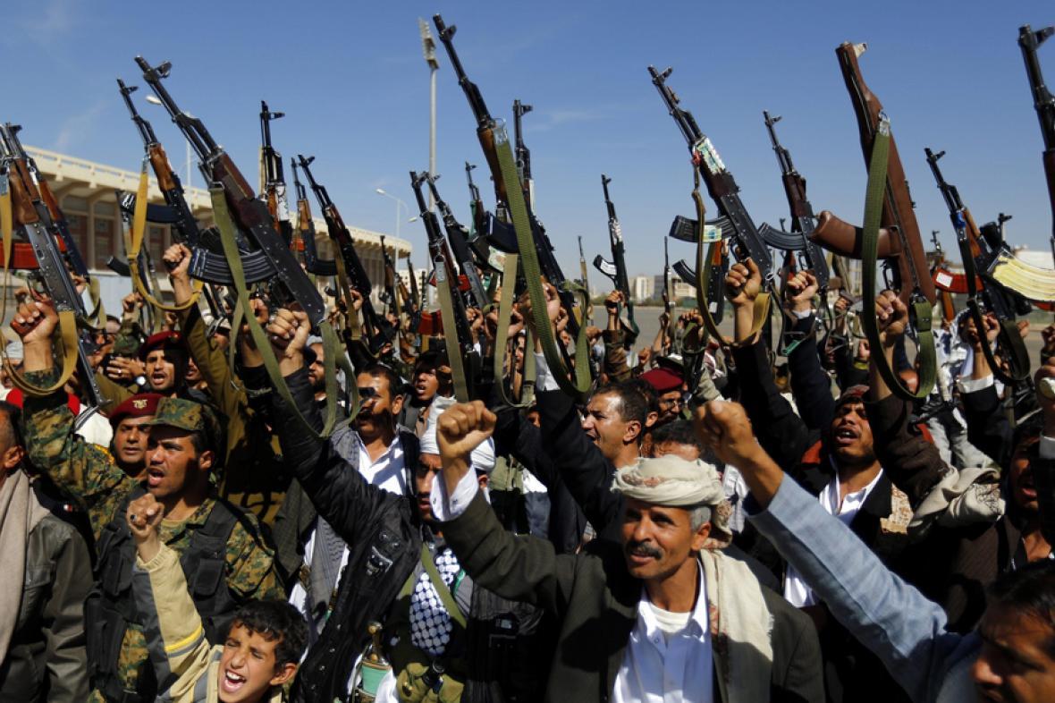 Šíitští povstalci v ulicích Saná