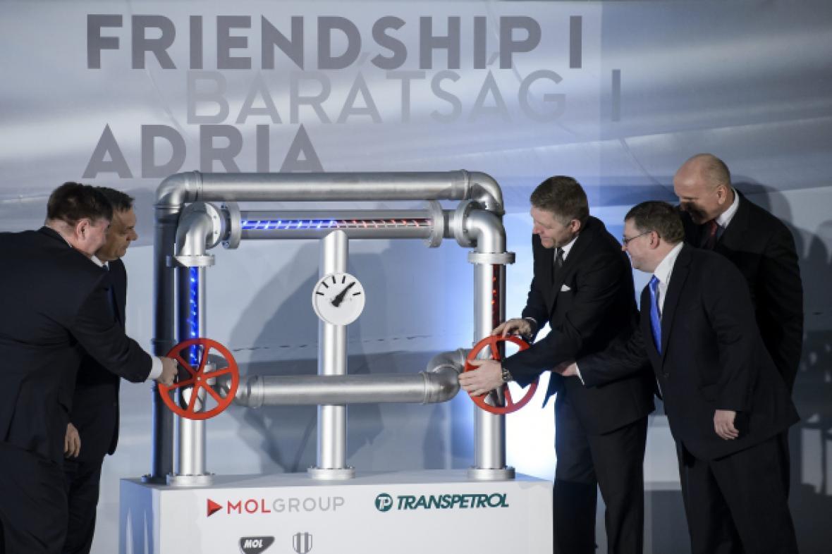 Ropovod dnes slavnostně otevřeli premiéři obou zemí