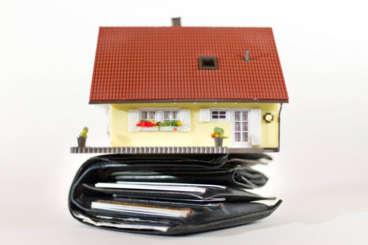 Daň z převodu nemovitosti zvýšila Nečasova vláda