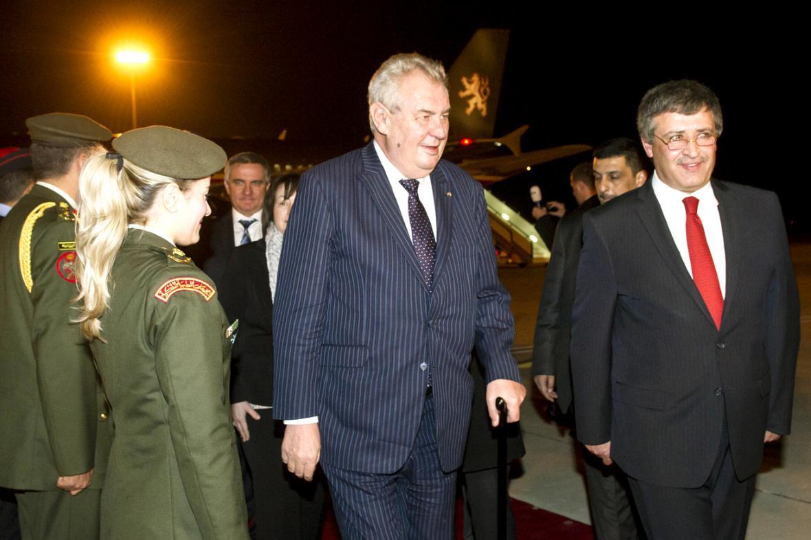 Miloše Zemana na letišti v Ammánu uvítal ministr turistiky Nidál Kataminí