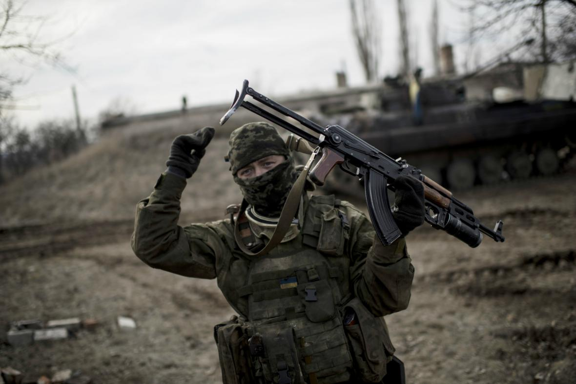 Ukrajinský voják nedaleko Debalceve