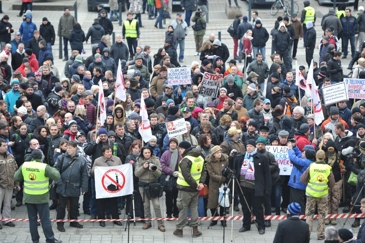 Protiislámská demonstrace na Moravském náměstí v Brně