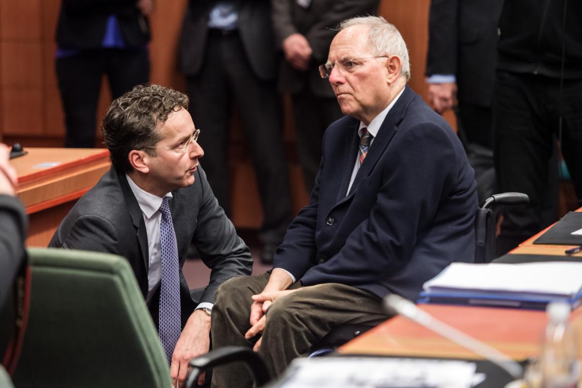 Nizozemský ministr financí Jeroen Dijsselbloem a jeho německý kolega Wolfgang Schäuble