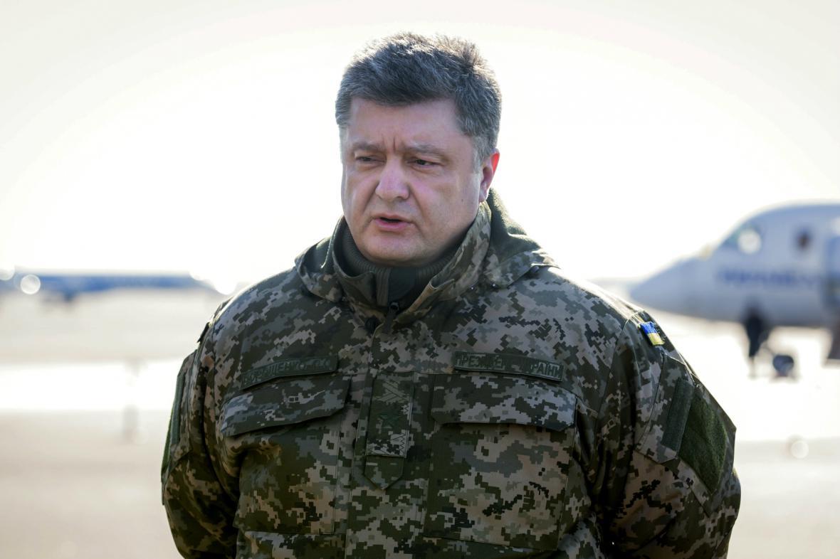 Porošenko považuje ústup z Debalceve za příklad efektivního velení