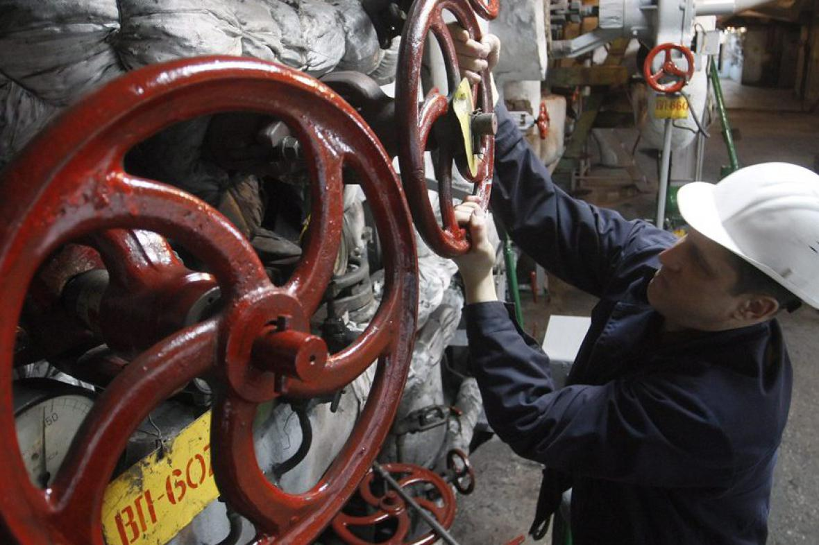 Ukrajinští dělníci opět pouští do Evropy plyn