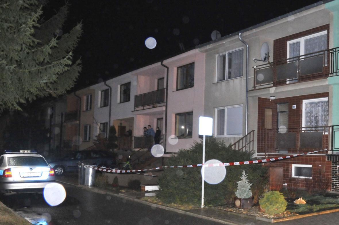 Dům útočníka z restaurace Družba (hnědý vpravo)