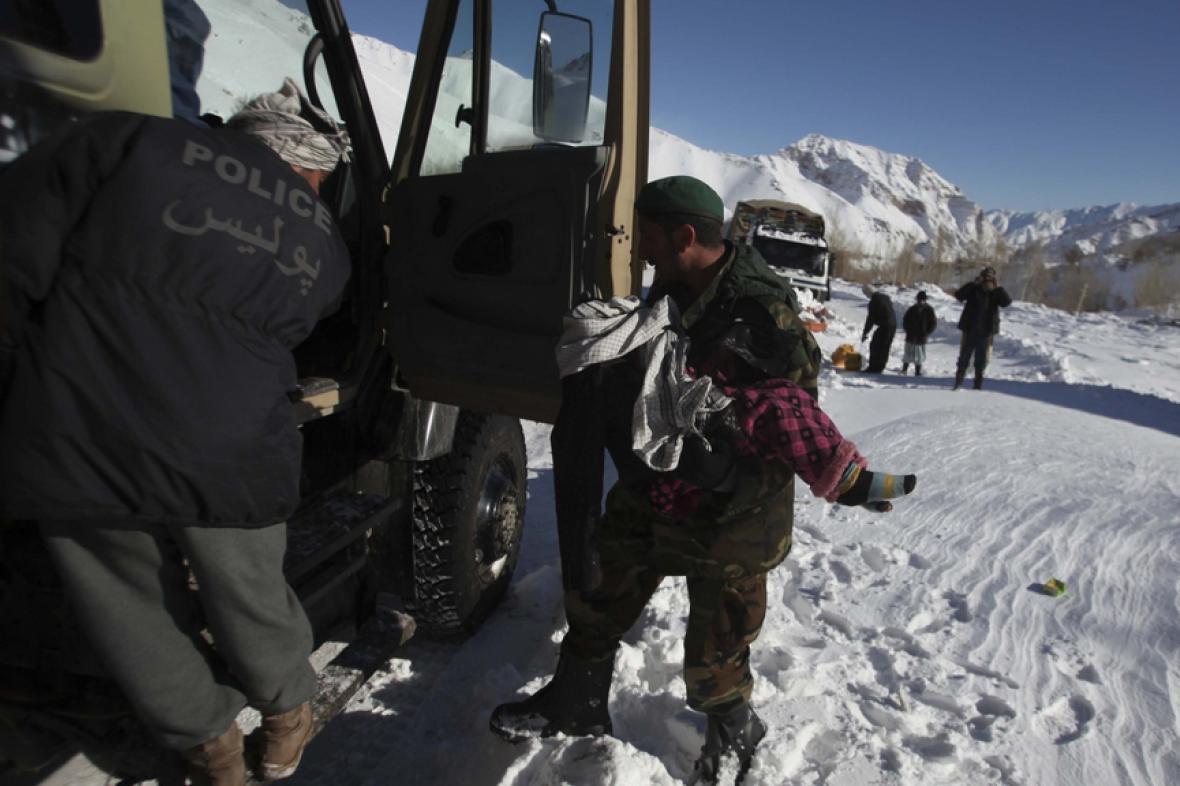 Záchranné práce po lavinách v Afghánistánu