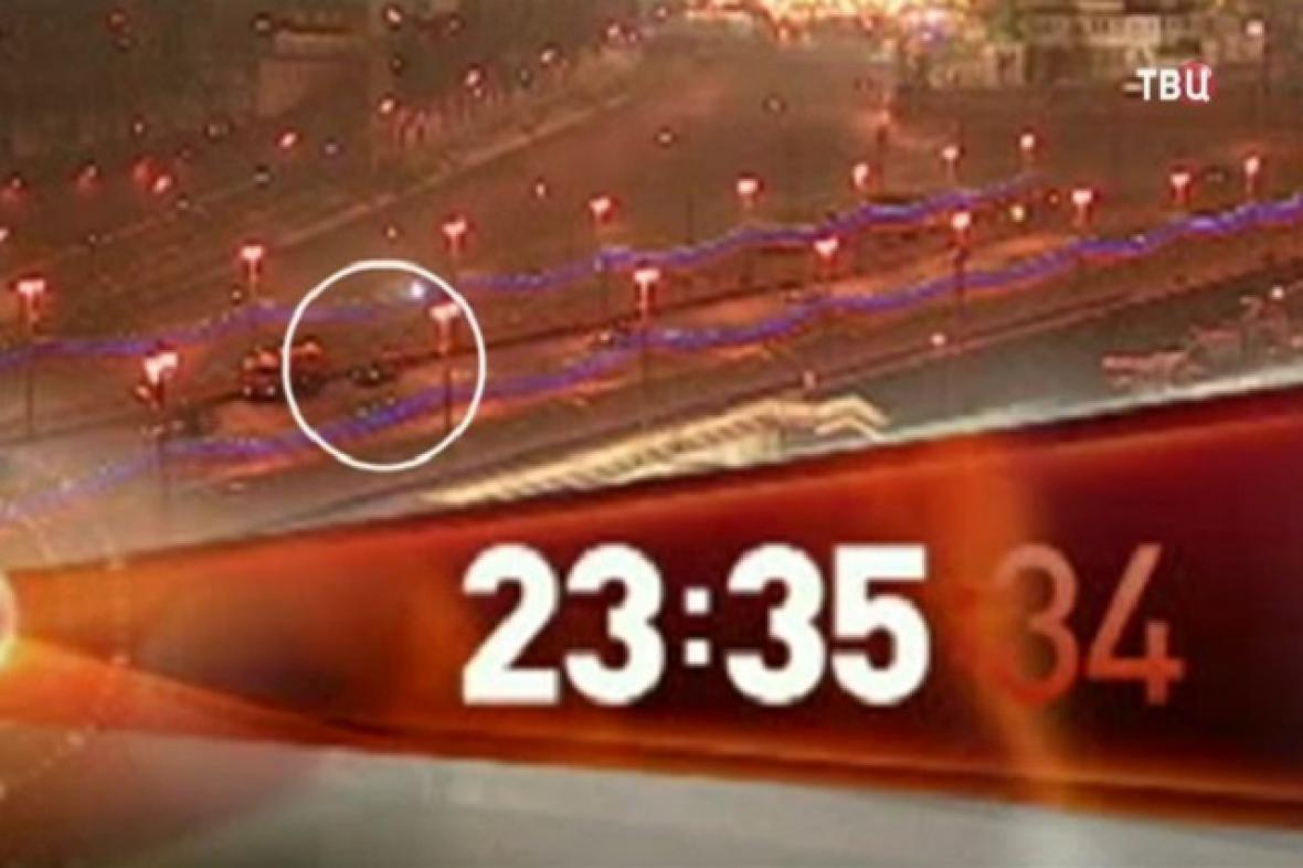 Záznam z pouliční kamery v době útoku na Němcova