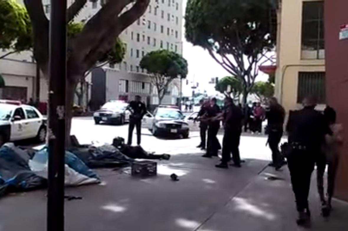 Policisté v Los Angeles zastřelili bezdomovce