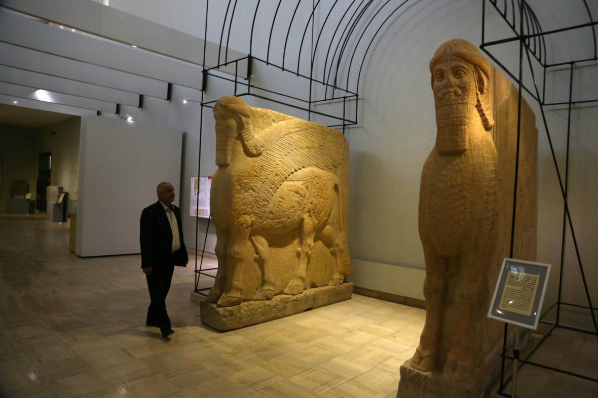 Asyrské sochy v bagdádském muzeu