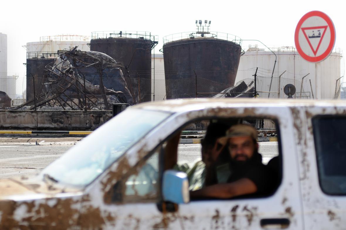 Rafinerie společnosti Sirt Oil Company u města Brega