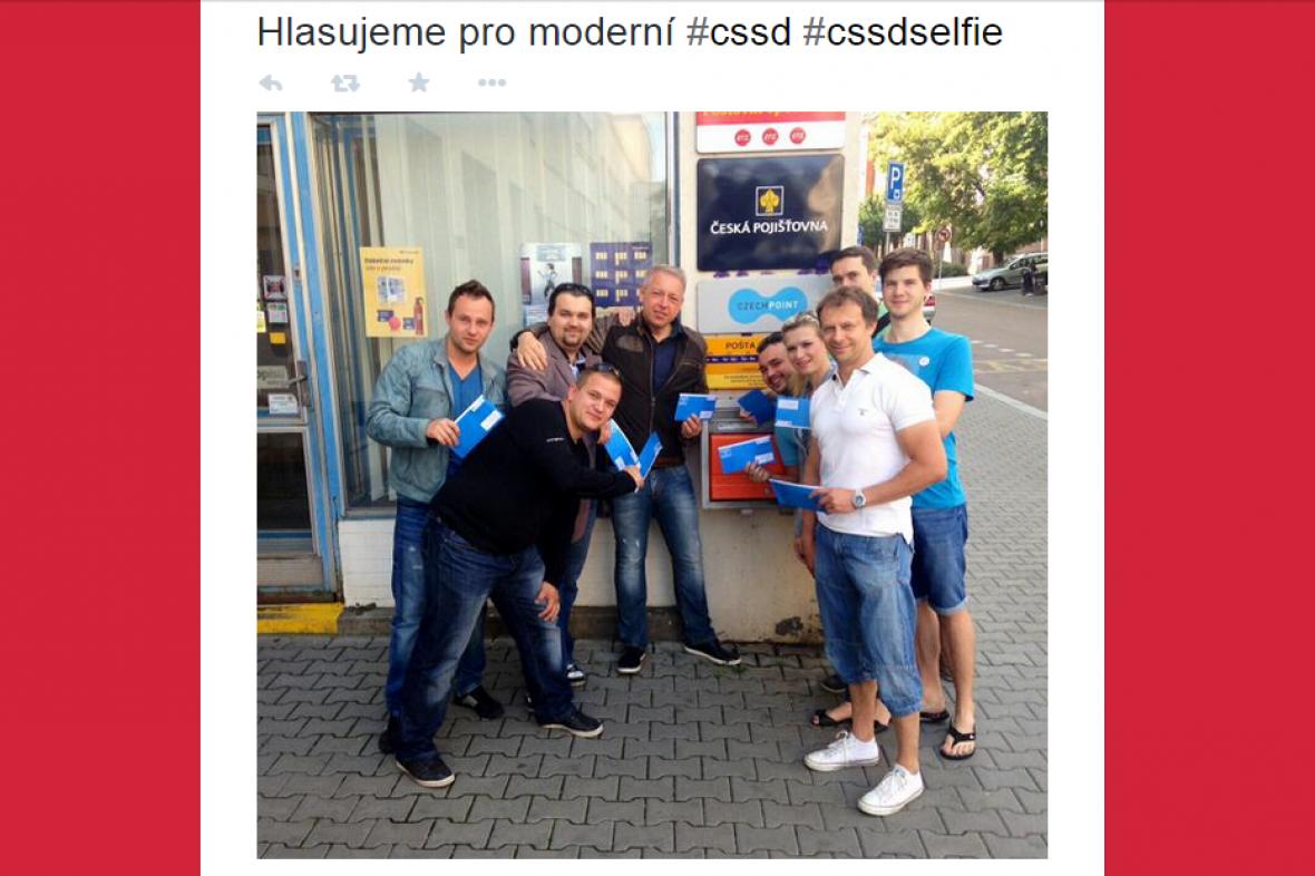 Tweet při vnitrostranickém referendu ČSSD