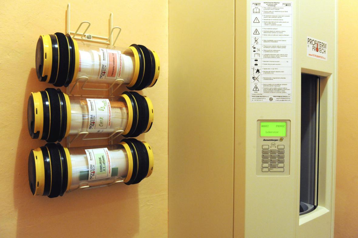 Potrubní pošta v opavské nemocnici