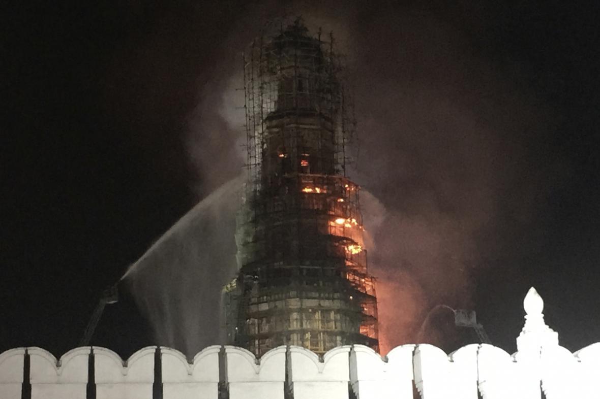 Novoděvičí klášter hoří