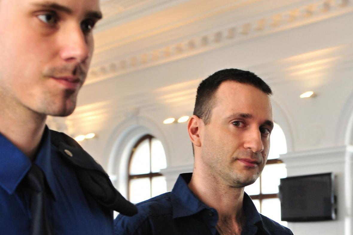 Jan Dubský (vpravo) před soudem
