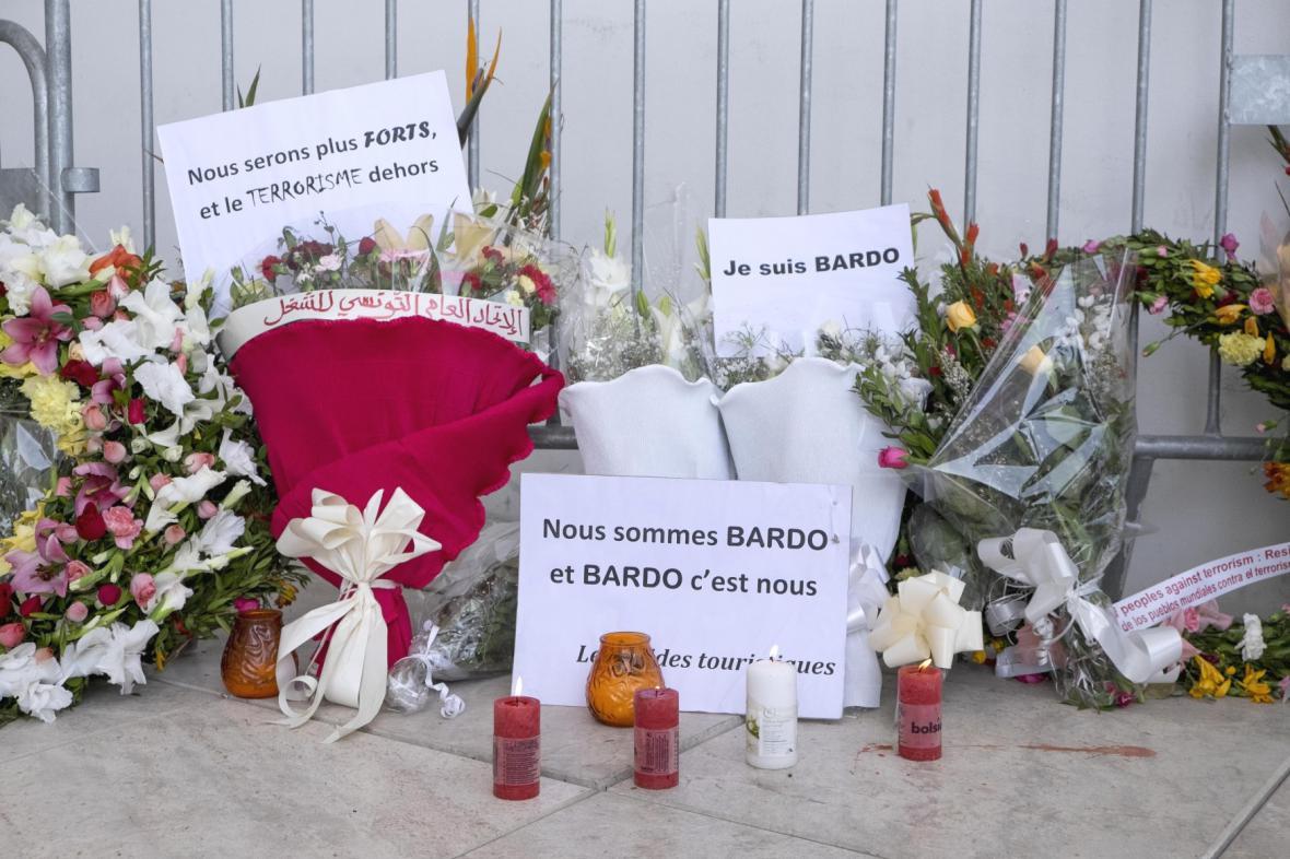 Vzpomínka na oběti atentátu v Tunisu