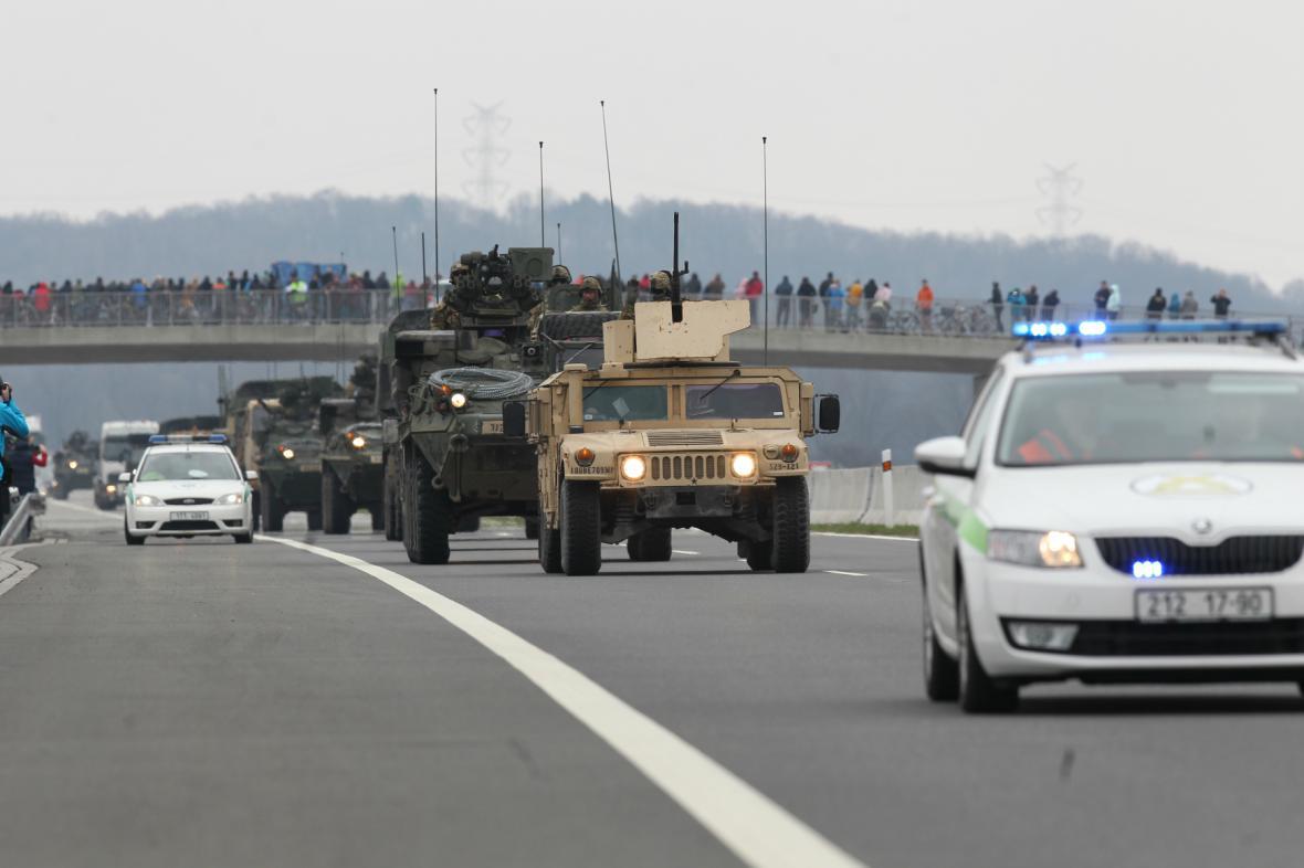 Americký vojenský konvoj dorazil do Česka