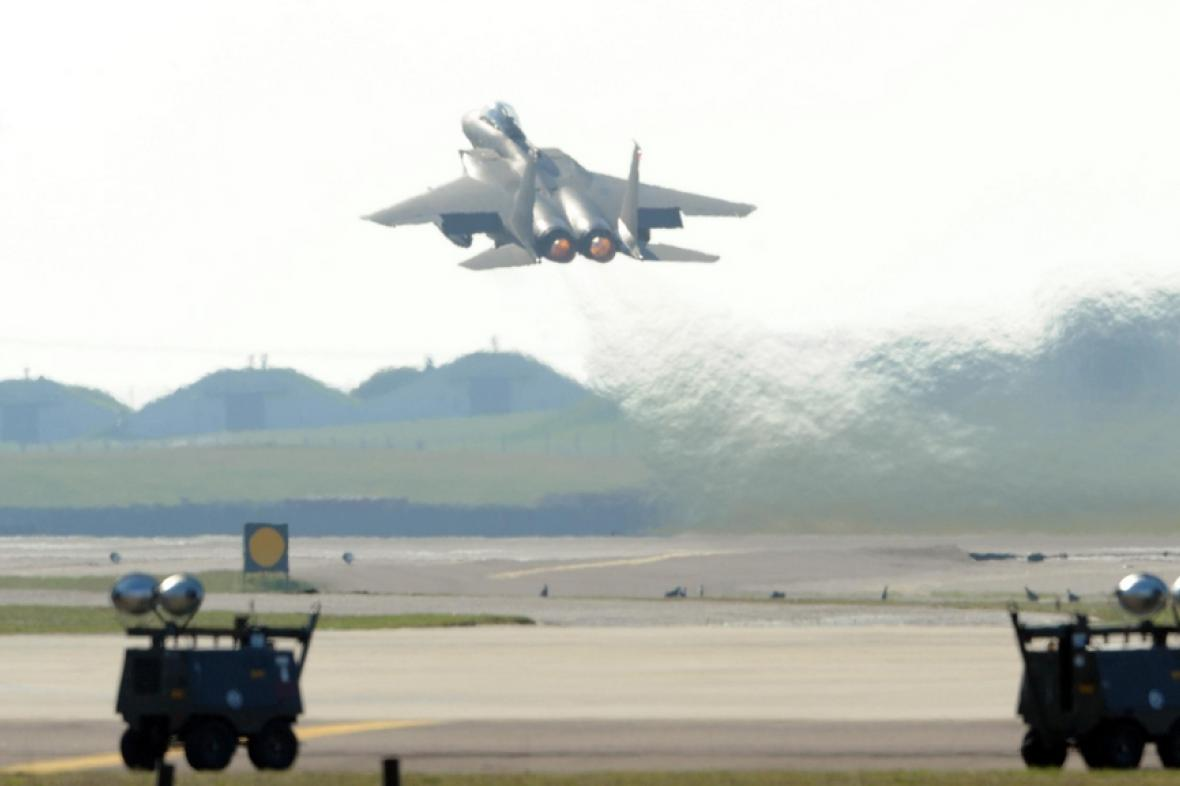 Start stíhacího letounu F-15