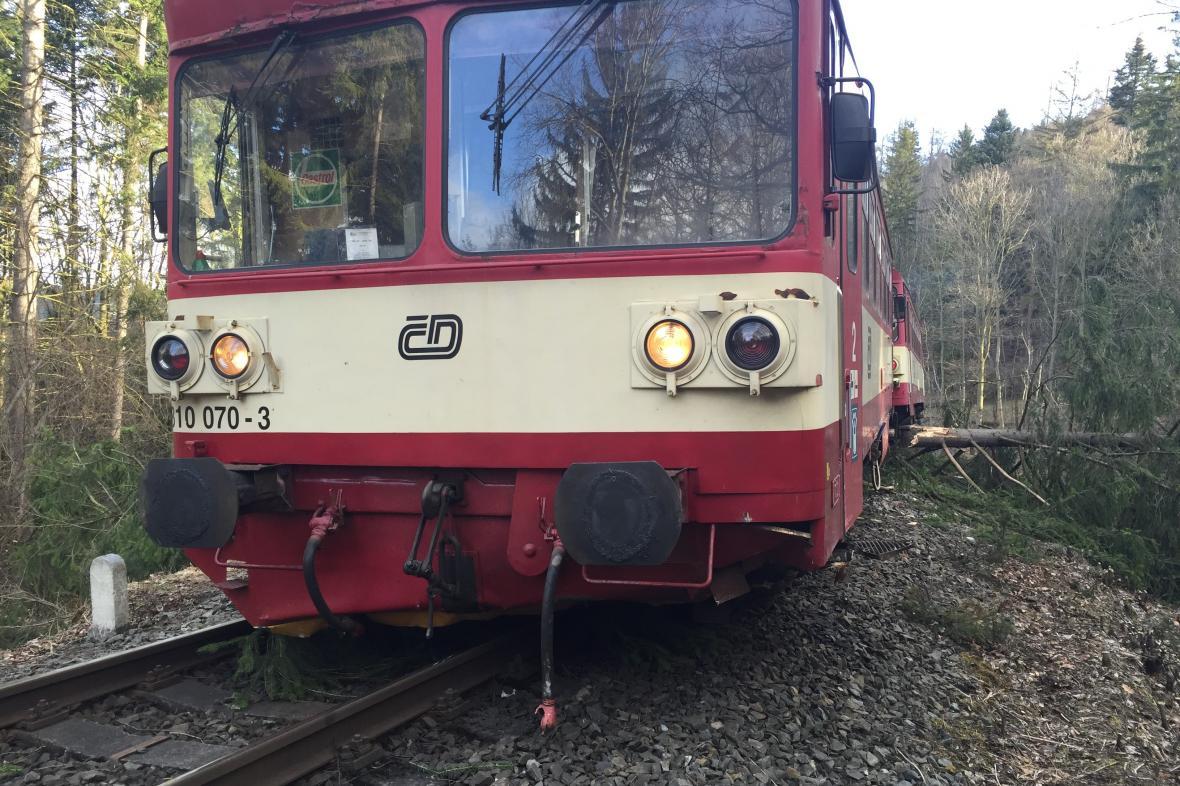 Vítr způsobil komplikace na železnici