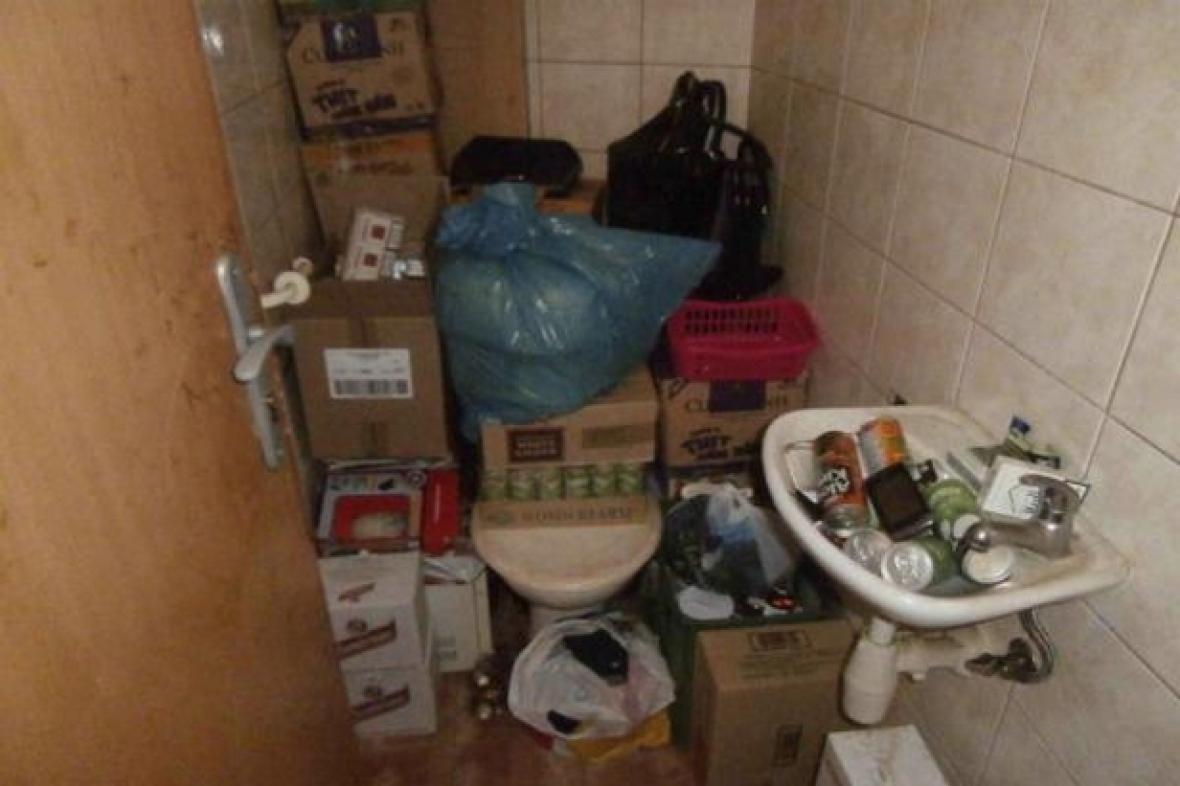 Inspektoři narazili i na skladování potravin na záchodě