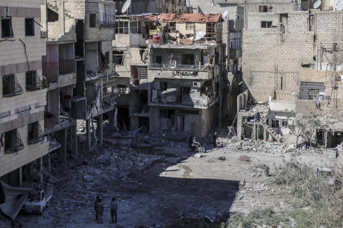 Mnohá předměstí Damašku nesou známky bojů