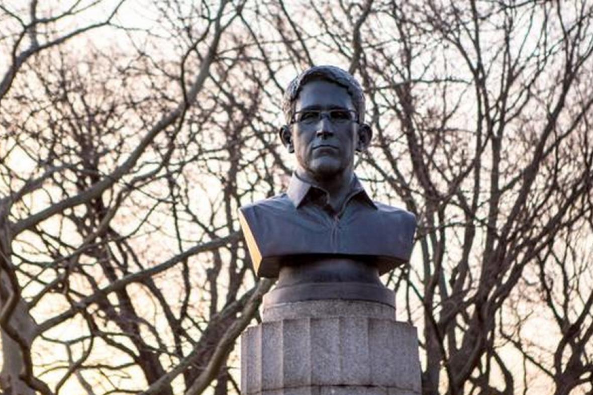 Snowdenova busta v parku Fort Greene