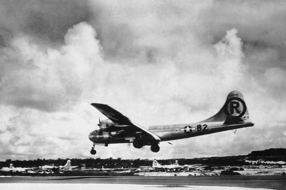 Posádku amerického bombardéru B-29 Superfortress zajali Japonci 5. května 1945