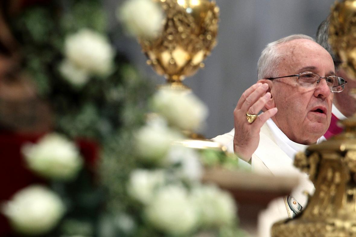 Papež František slouží mši ke stému výročí vyvražďování Arménů v Osmanské říši