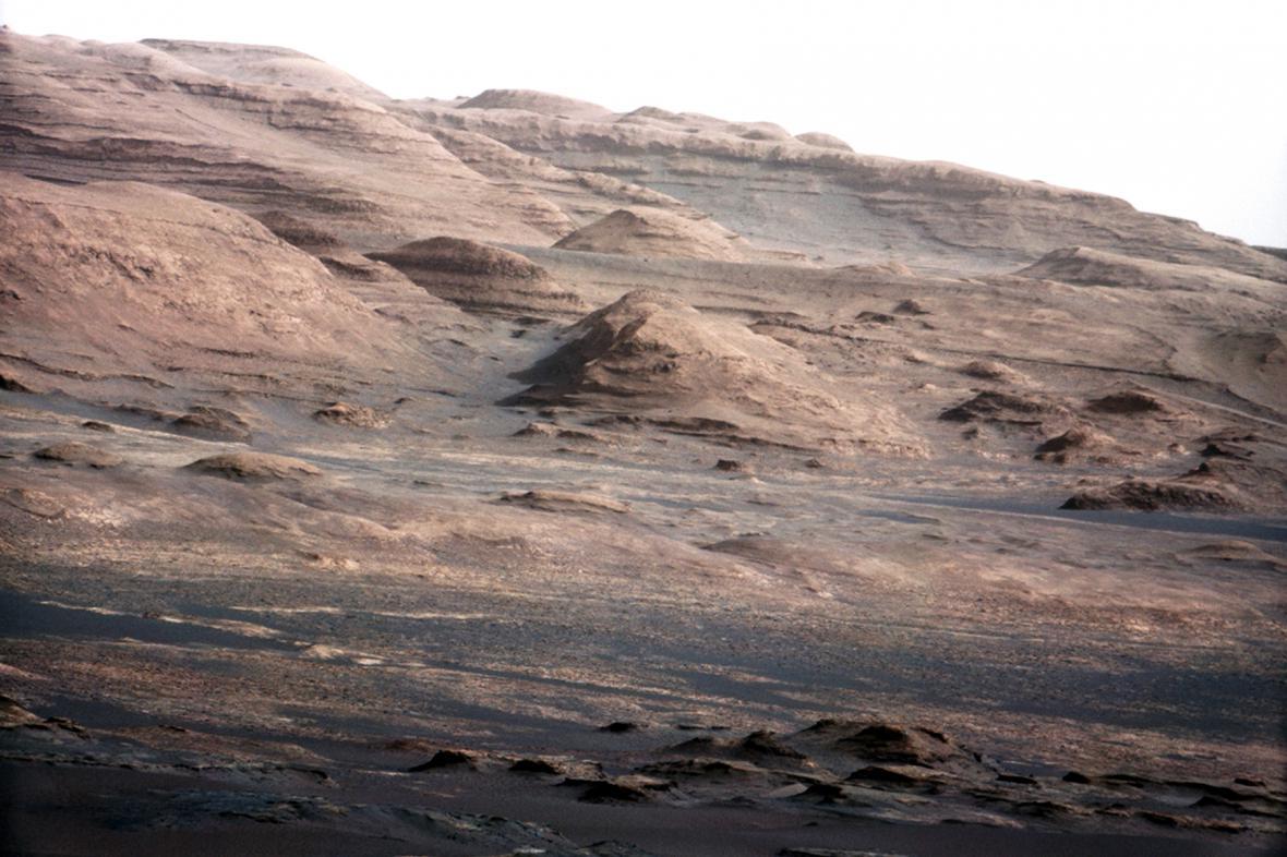 Snímek Marsu pořízený vozítkem Curiosity