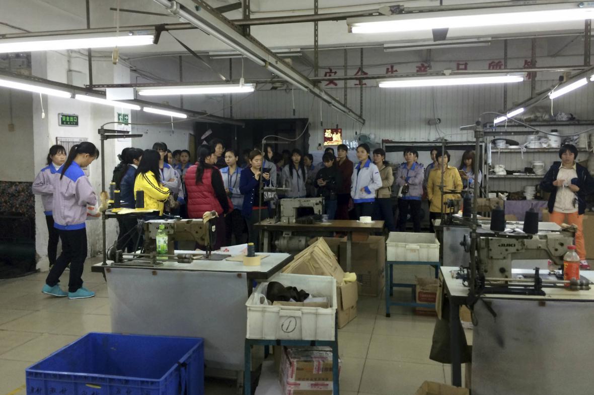 Čínské dělnice z továrny na kabelky stávkují kvůli pracovním podmínkám