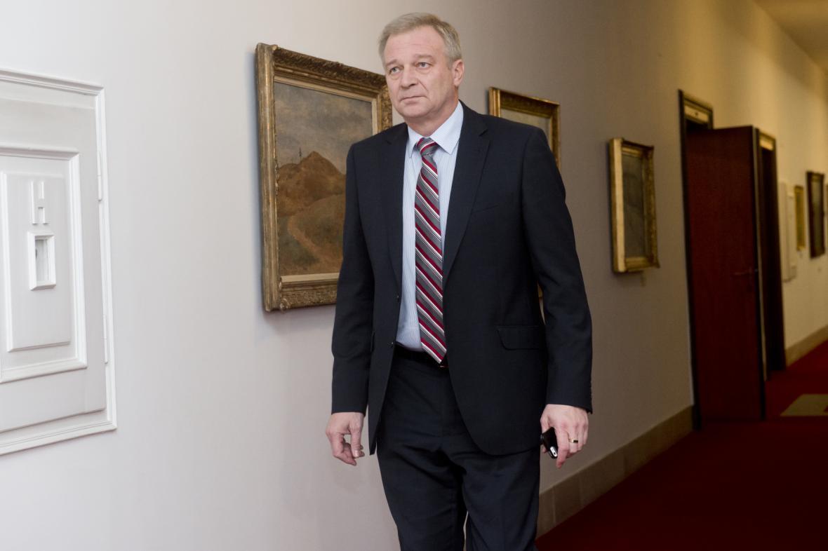 Vlastimil Picek byl ministr obrany od března 2013 do ledna 2014