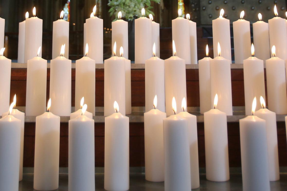 Svíčky pro oběti tragédie letadla Germanwings