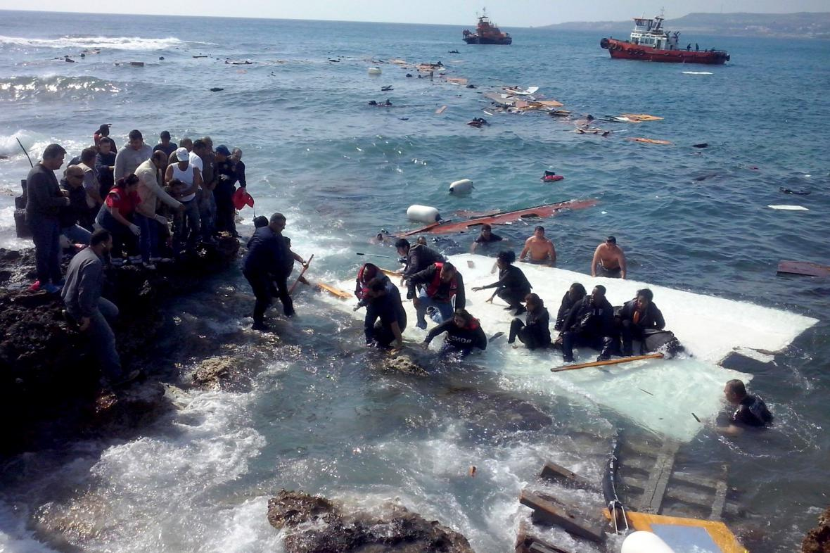 Nehoda lodě s uprchlíky u Řecka