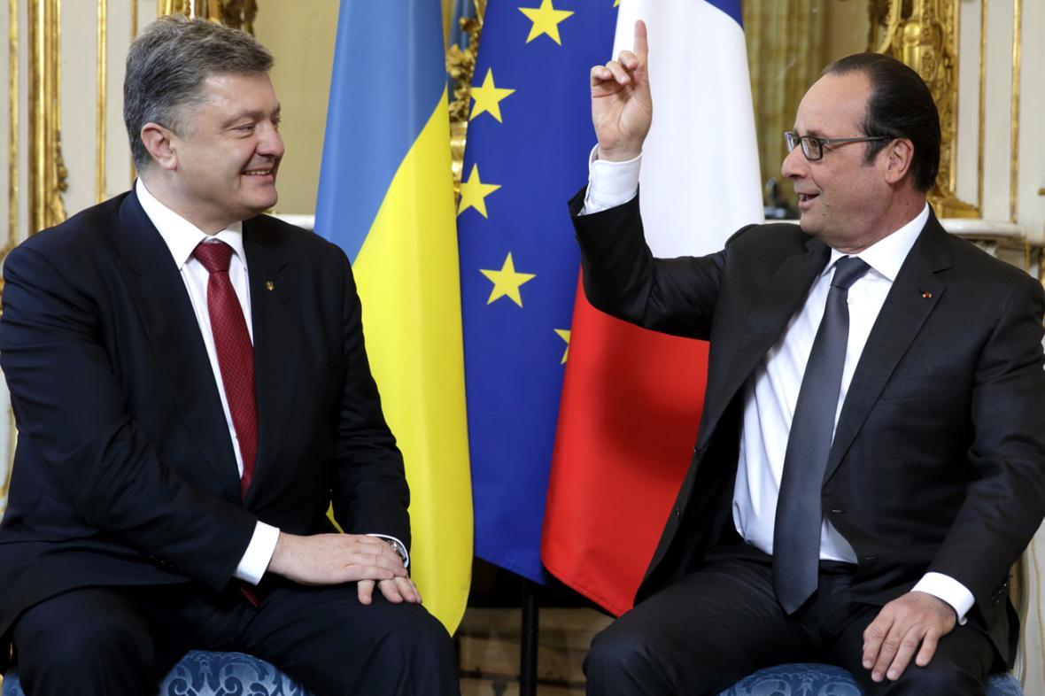 Petro Porošenko a Francois Hollande