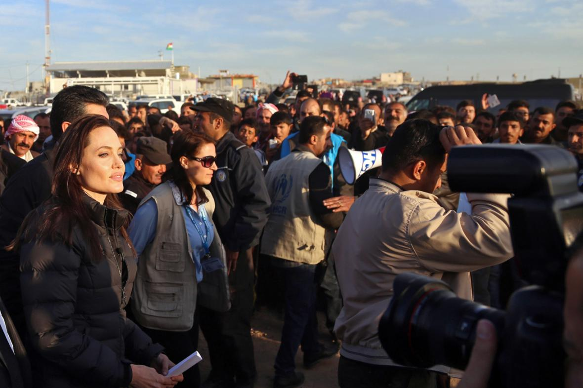 Angelina Jolie v jezídském uprchlickém táboře v Iráku