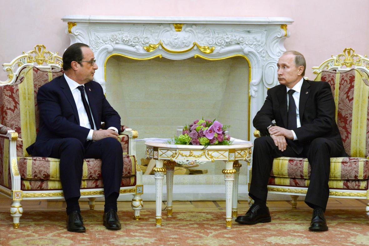 Francois Hollande se v Jerevanu sešel s Vladimirem Putinem