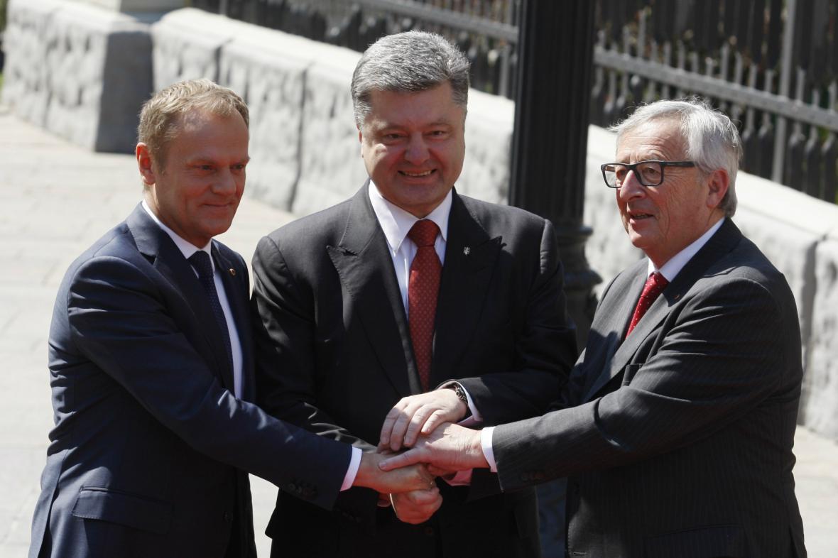 Tusk, Porošenko a Juncker na summitu EU-Ukrajina