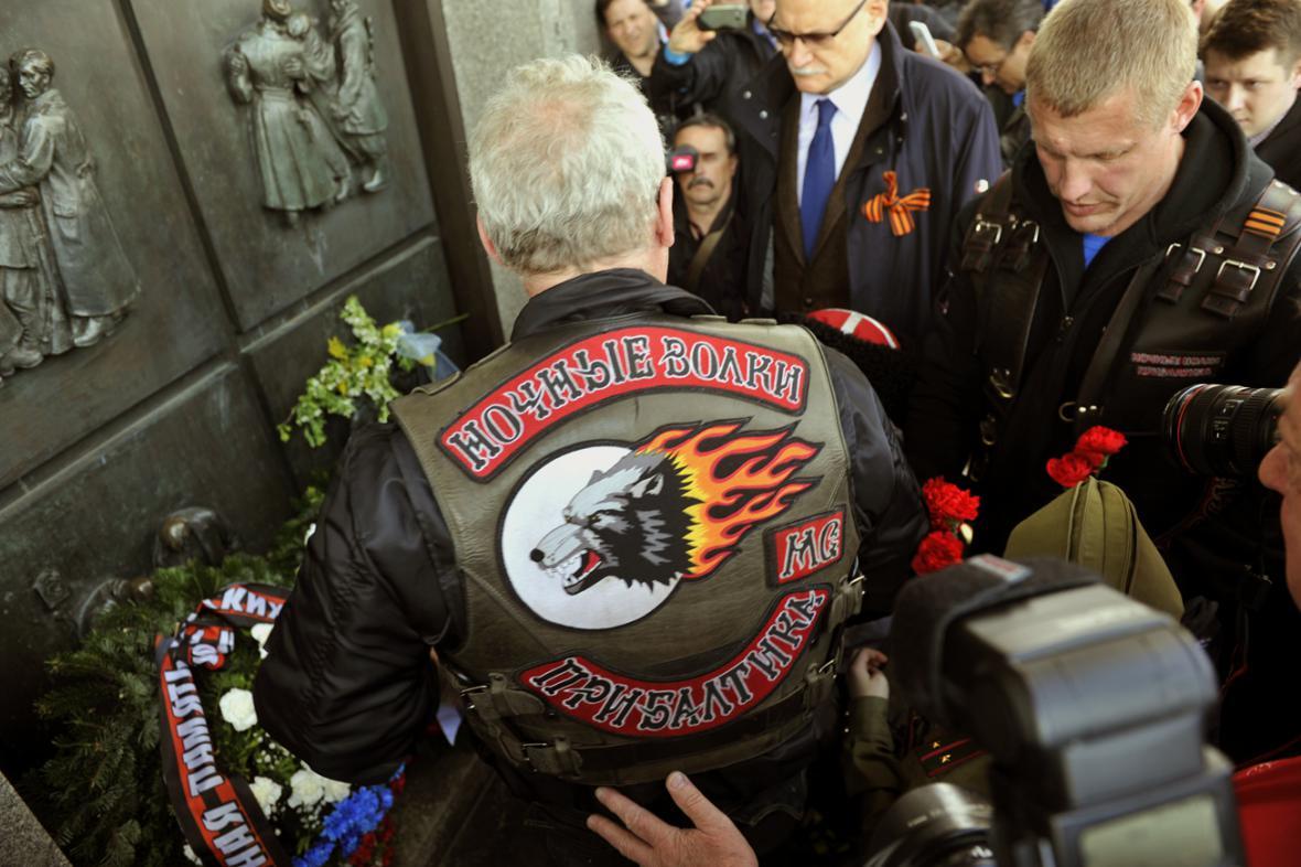 Noční vlci uctili v Bratislavě památku sovětských vojáků