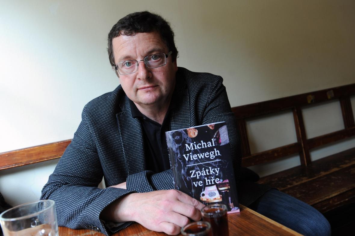 Michal Viewegh s knihou Zpátky ve hře
