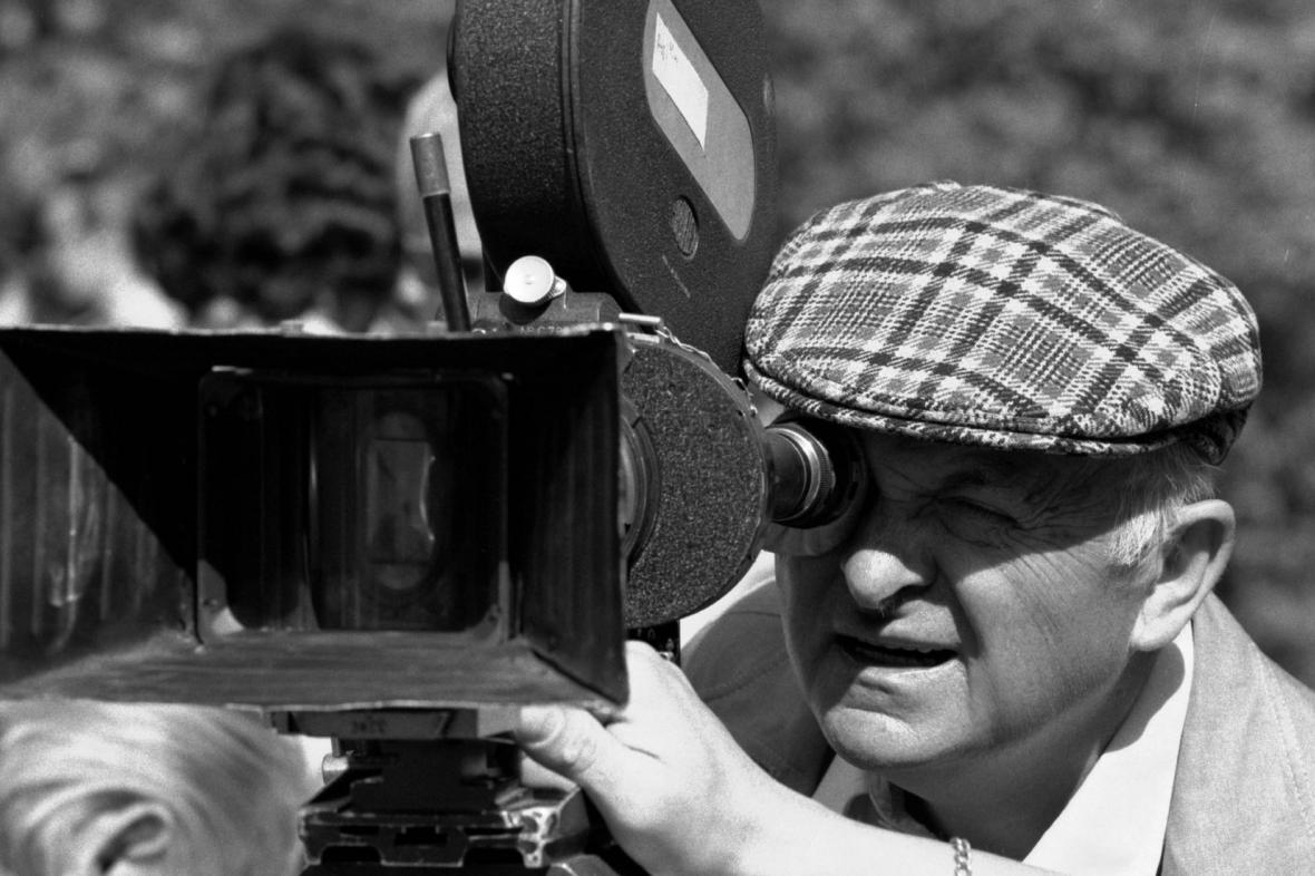 Otakar Vávra při natáčení Osvobození Prahy