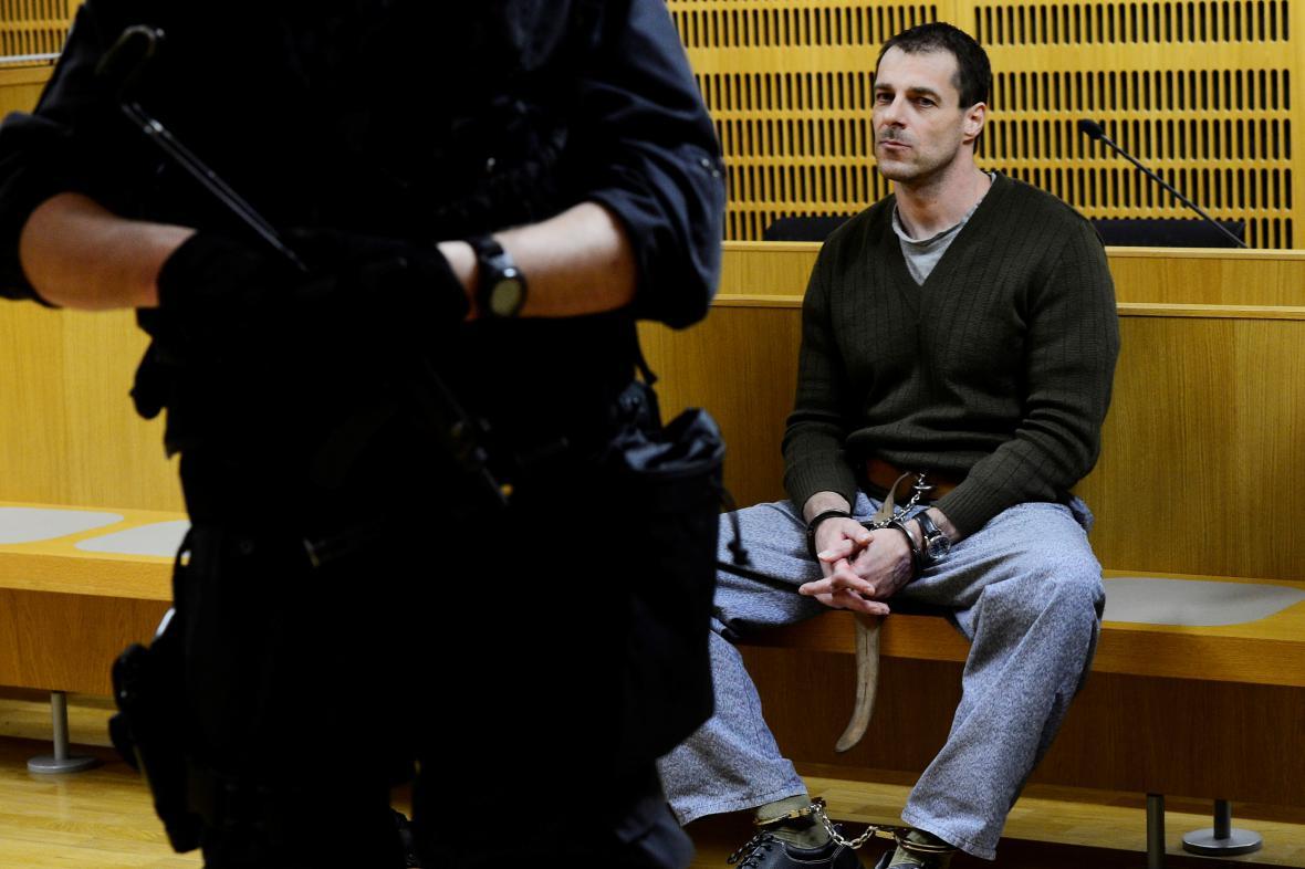 Vězeň Jan Novák v listopadu 2014 utekl z pražské Thomayerovy nemocnice