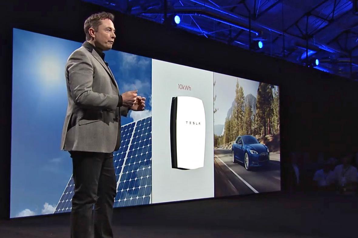 Elon Musk představuje baterii Powerwall