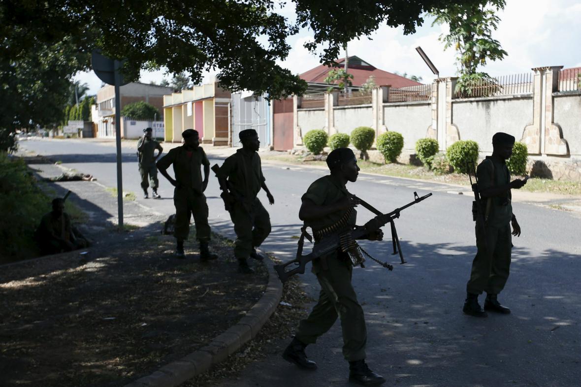 Vojáci věrní burundskému prezidentovi
