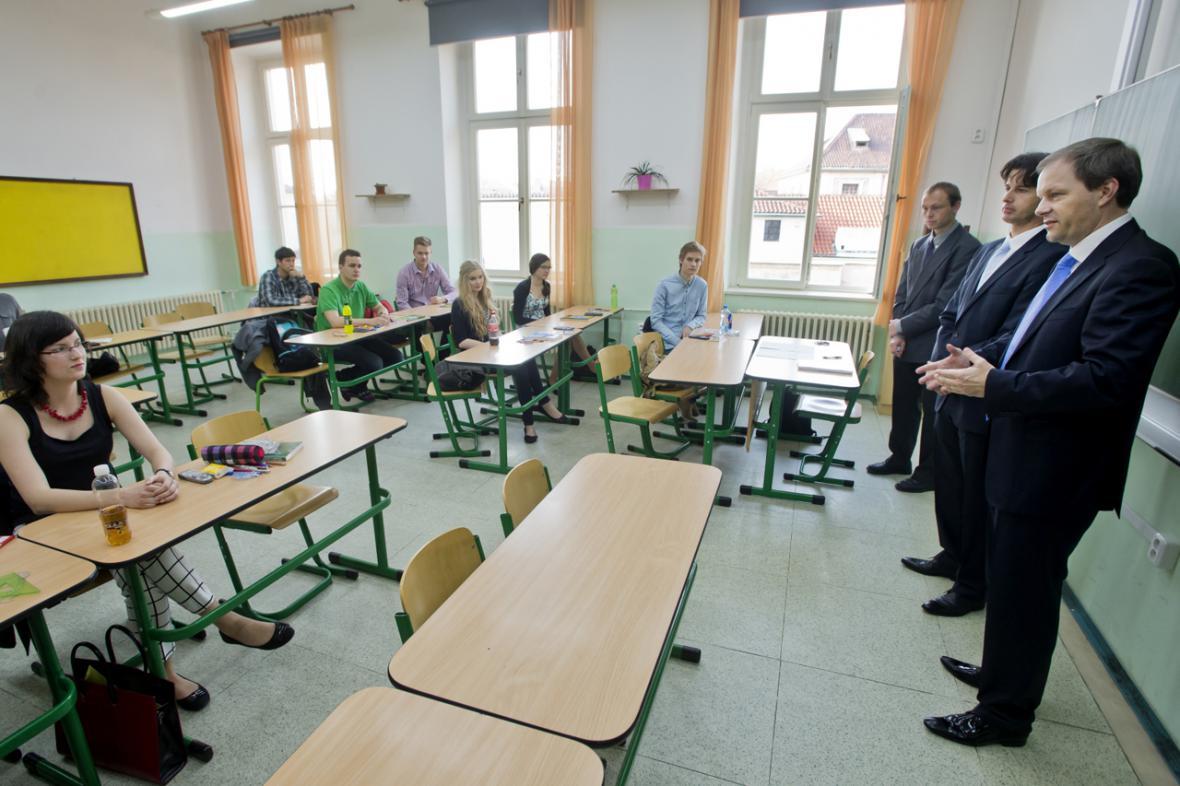 Ministr Chládek v maturitní třídě